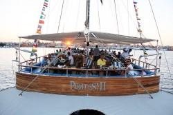 رحلة بحرية بالمركب الشراعى البايرتس